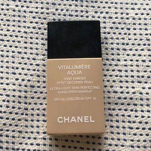 Vitalumière Aqua Chanel Foundation